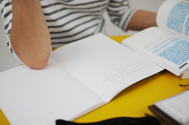 個人レッスンでフランス語と英語を同時に学べる【佛學塾あてねーうむ】